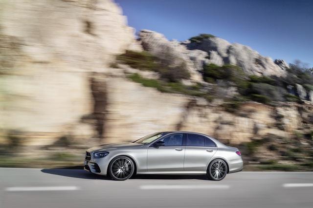 Mercedes-Benz E-Class 2021 ra mắt với thiết kế hiếu chiến và công nghệ hiện đại, tăng sức ép trước BMW 5-Series - Ảnh 10.