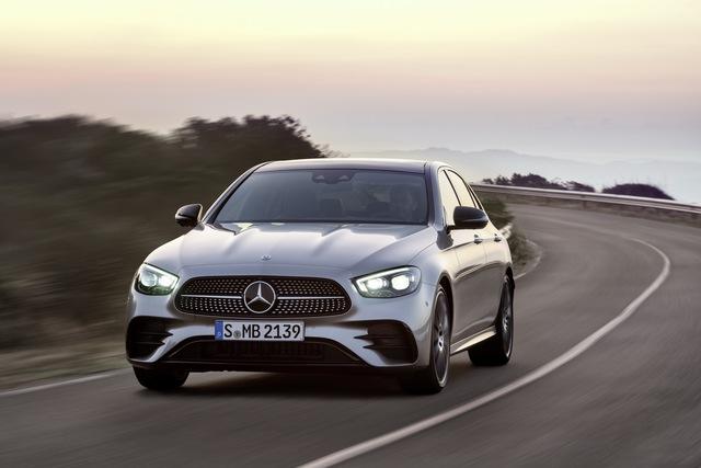 Mercedes-Benz E-Class 2021 ra mắt với thiết kế hiếu chiến và công nghệ hiện đại, tăng sức ép trước BMW 5-Series - Ảnh 1.
