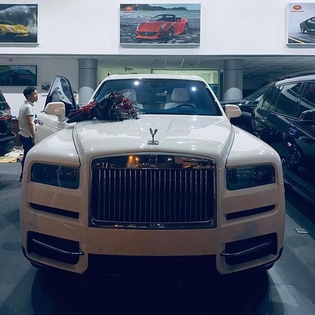 Rolls-Royce Cullinan mới nhất Việt Nam với nội thất độc bất ngờ xuất hiện tại Thái Nguyên, chi tiết biển số gây tò mò - Ảnh 3.