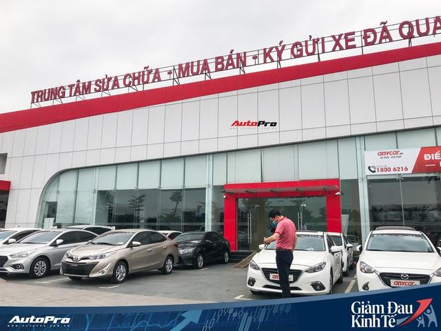 Nhiều đại lý ô tô tại Hà Nội vẫn kiên trì hoạt động dù vắng vẻ khách hàng - Ảnh 1.
