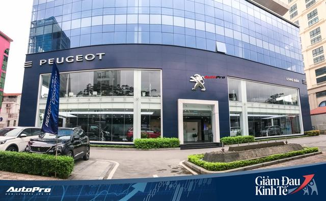 Nhiều đại lý ô tô tại Hà Nội vẫn kiên trì hoạt động dù vắng vẻ khách hàng - Ảnh 3.
