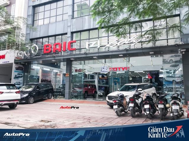 Nhiều đại lý ô tô tại Hà Nội vẫn kiên trì hoạt động dù vắng vẻ khách hàng - Ảnh 5.