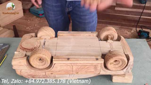 8 phút tua nhanh quá trình làm Toyota Land Cruiser bằng gỗ kỳ công của thợ mộc Việt Nam