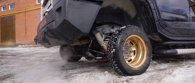 Hàng khủng Hummer nhưng chạy mâm 13 inch tí hon - Ảnh 2.