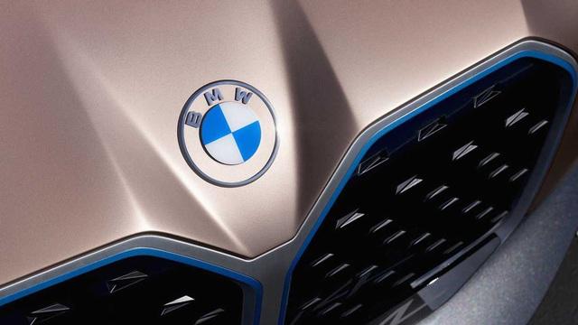 Logo trên xe BMW đổi sang dạng kỹ thuật số gây tranh cãi, hãng khẳng định như vậy mới 'cởi mở và rõ ràng'