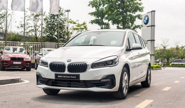 BMW 218i hạ giá kỷ lục còn dưới 1 tỷ đồng: MPV 7 chỗ Đức bạt ngàn trang bị chỉ ngang giá Toyota Innova - Ảnh 1.