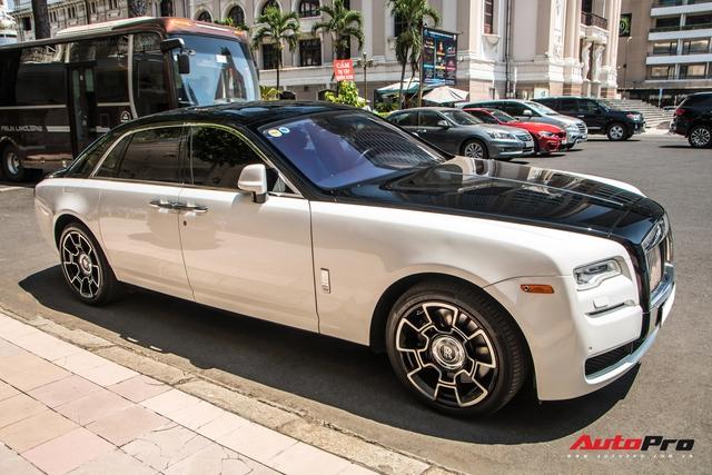 Đại gia Sài Gòn lột xác Rolls-Royce Ghost với phong cách lạ lẫm - Ảnh 2.