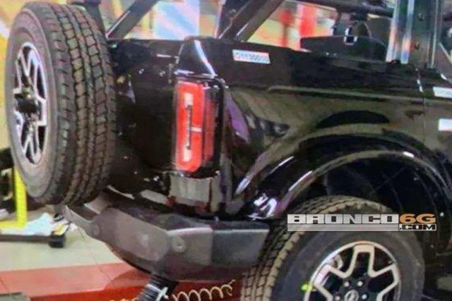 SUV địa hình như Mẹc G - Ford Bronco lộ ảnh phiên bản hoàn chỉnh đầu tiên - Ảnh 2.