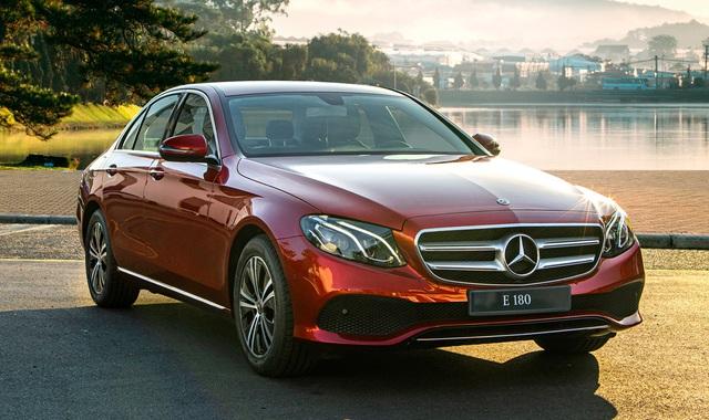 Mercedes-Benz E 180 giá hơn 2 tỷ đồng tại Việt Nam: Bình dân hoá' E-Class để làm dịch vụ - Ảnh 1.