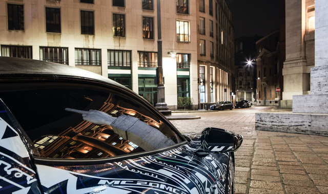 Bá đạo như Maserati: Lộ ảnh xe mới nhoè nhoẹt nhưng bức tượng phía sau mới là đỉnh cao cà khịa - Ảnh 4.