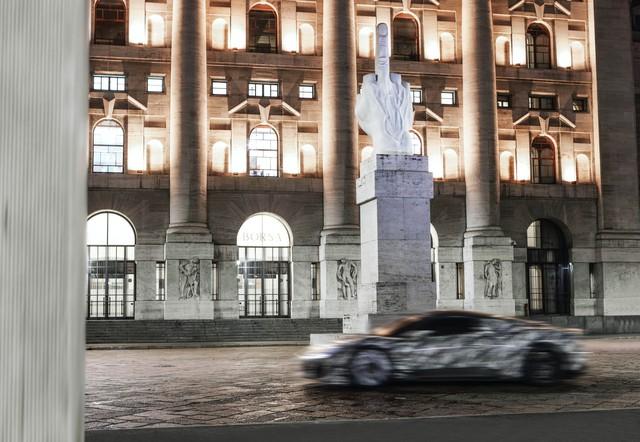 Bá đạo như Maserati: Lộ ảnh xe mới nhoè nhoẹt nhưng bức tượng phía sau mới là đỉnh cao cà khịa - Ảnh 5.