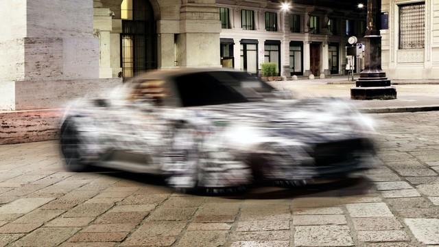 Bá đạo như Maserati: Lộ ảnh xe mới nhoè nhoẹt nhưng bức tượng phía sau mới là đỉnh cao cà khịa - Ảnh 2.