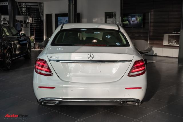 Đánh giá nhanh Mercedes-Benz E 180: Phủ sang trọng lên C 180 để lấy lòng khách dịch vụ - Ảnh 4.