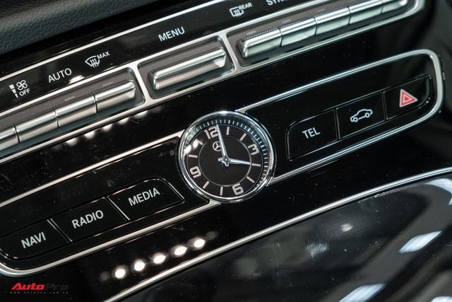 Đánh giá nhanh Mercedes-Benz E 180: Phủ sang trọng lên C 180 để lấy lòng khách dịch vụ - Ảnh 9.