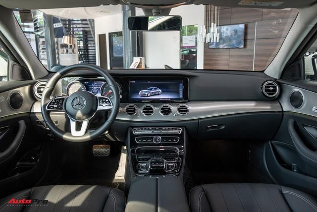 Đánh giá nhanh Mercedes-Benz E 180: Phủ sang trọng lên C 180 để lấy lòng khách dịch vụ - Ảnh 7.
