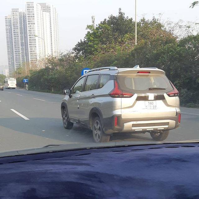 Mitsubishi Xpander Cross chạy thử tại Việt Nam - anh em 'vua doanh số' MPV chuẩn bị cho ngày ra mắt - Ảnh 1.