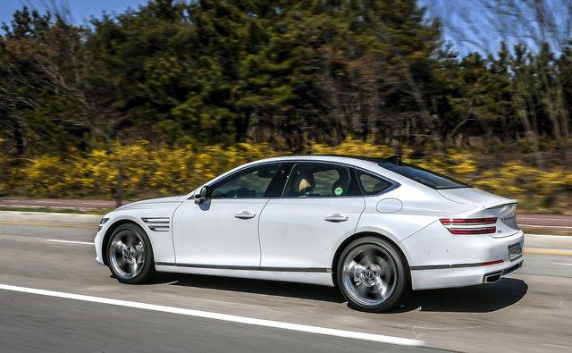 Genesis G80 ăn đứt Mercedes-Benz E-Class, BMW 5-Series và Audi A6 nhờ... giá rẻ - Ảnh 2.
