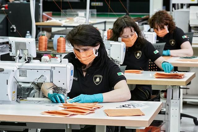 Lamborghini làm khẩu trang, Ford sản xuất máy thở và hàng loạt hãng xe ra tay hỗ trợ ngăn chặn đại dịch COVID-19 - Ảnh 3.