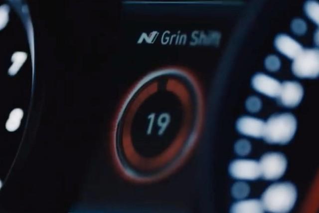 Đây là những lý do xe chơi Hyundai Veloster N đời mới bớt kén khách hơn - Ảnh 4.