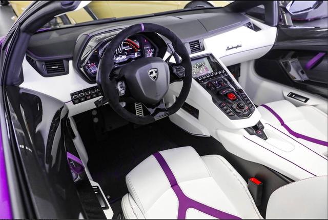 Lamborghini Aventador SVJ Roadster siêu độc chào hàng đại gia Việt: Màu sơn dị, nội thất được lột bỏ làm mới hoàn toàn - Ảnh 3.