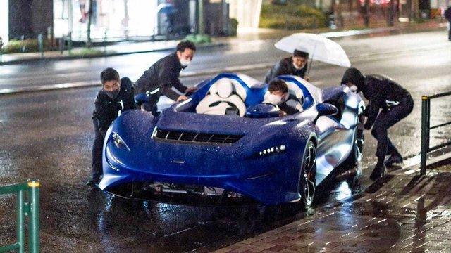 Xem cảnh siêu xe mui trần McLaren Elva tắm mưa - Khi xe triệu USD không bằng xe cỏ - Ảnh 1.