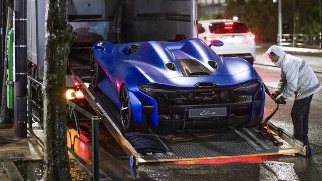 Xem cảnh siêu xe mui trần McLaren Elva tắm mưa - Khi xe triệu USD không bằng xe cỏ - Ảnh 2.