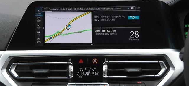Hệ thống thông tin giải trí nào gây mất tập trung nhất trên xe hơi? - Ảnh 1.