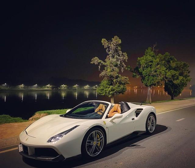 Ferrari 488 Spider độ Novitec bất ngờ xuất hiện tại Đà Lạt, hội ngộ cùng dàn xe tiền tỷ của giới nhà giàu Sài Gòn - Ảnh 1.