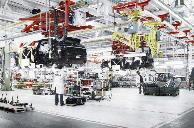 Jaguar Land Rover trượt dốc, cho nửa nhân viên nghỉ không lương - Ảnh 1.