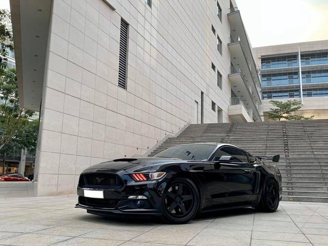 Ford Mustang độ hơn 800 mã lực bán giá 3,3 tỷ đồng: Tốn 1 tỷ nâng cấp nhưng sẽ tháo hết đồ cho ai thích xe zin - Ảnh 1.