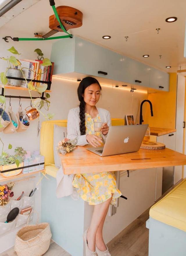 Cặp vợ chồng người Việt chi hơn 580 triệu đồng để biến Mercedes Sprinter thành ngôi nhà di động - Ảnh 7.