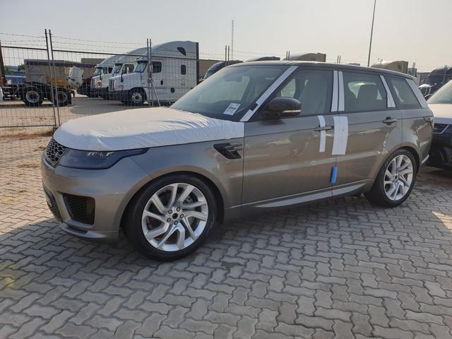 Lô Range Rover 2020 đầu tiên cập cảng Việt Nam, giá cao nhất hơn 8 tỷ nhưng giảm cả trăm triệu đồng - Ảnh 1.