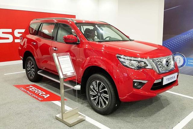 Nissan Terra giảm giá kỷ lục 120 triệu đồng cạnh tranh Toyota Fortuner - Ảnh 1.