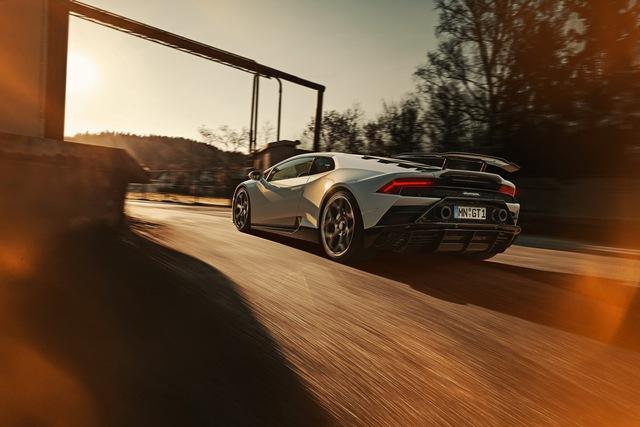 Lamborghini Huracan Evo độ Novitec: Không cần hào nhoáng nhưng vẫn đẹp - Ảnh 2.