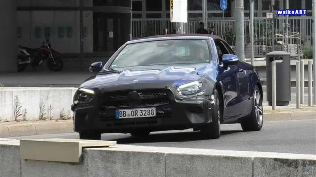 Mercedes-Benz E-Class mui trần lần đầu lộ diện trên đường phố