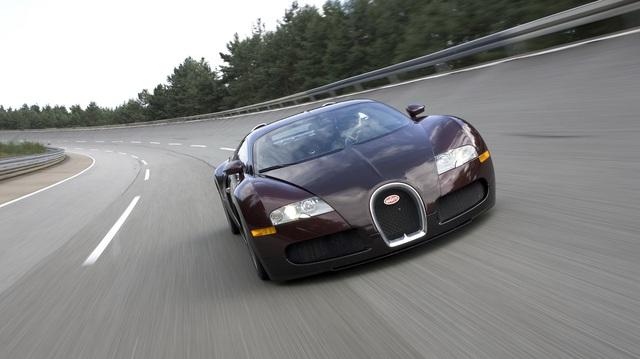 """Bugatti kỷ niệm 15 năm huyền thoại Veyron """"phá rào"""" 400 km/h"""