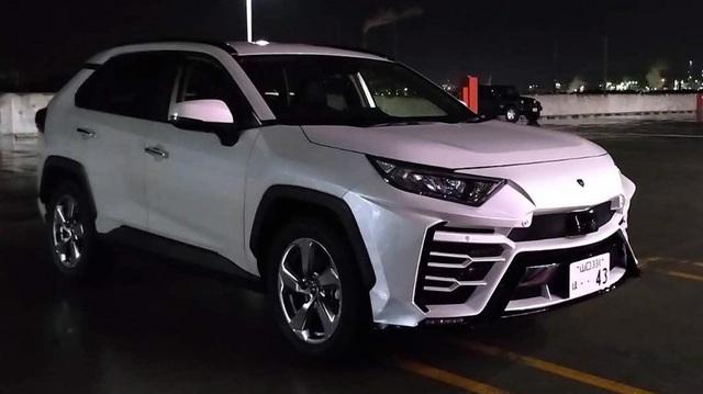 Hãng độ 'lột xác' Toyota RAV4 thành siêu SUV Lamborghini Urus với giá rẻ