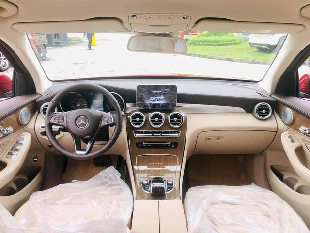 Mercedes-Benz GLC 250 2019 chính hãng thanh lý dưới 2 tỷ đồng: ODO 18 km, nội thất chưa bóc nilon - Ảnh 3.