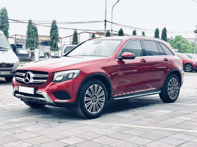 Mercedes-Benz GLC 250 2019 chính hãng thanh lý dưới 2 tỷ đồng: ODO 18 km, nội thất chưa bóc nilon - Ảnh 1.