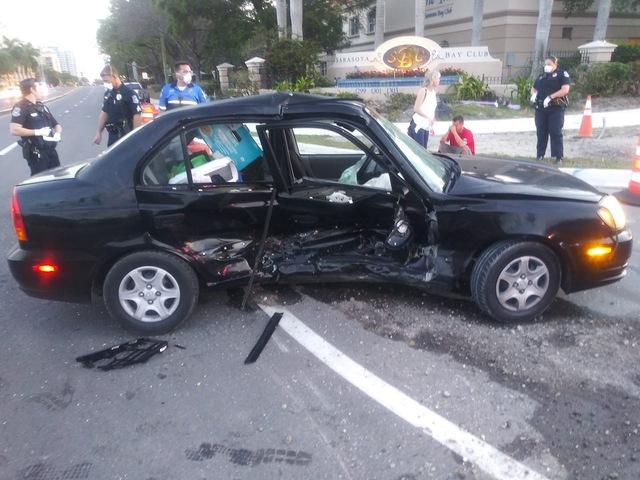 Chevrolet Corvette C8 vừa mua đã bị Hyundai Accent đâm cho toác đầu nhưng bức ảnh trước đó như một điềm báo - Ảnh 4.