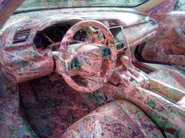 Góc khác người: Chủ Honda Civic độ theo kiểu... vẩy sơn từ ngoài vào trong, ai nhìn cũng tức mắt - Ảnh 3.