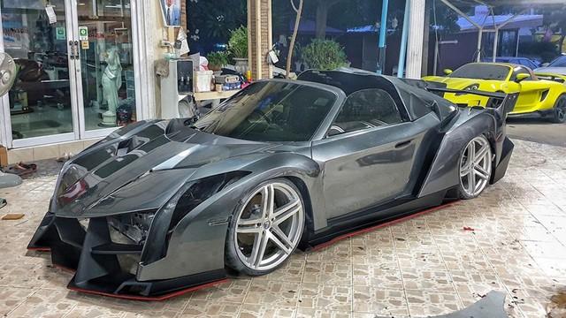 Chất chơi như người Thái: Độ toàn xe phổ thông thành bản nhái Ferrari, Lamborghini, có mẫu lai cả hai gây tranh cãi