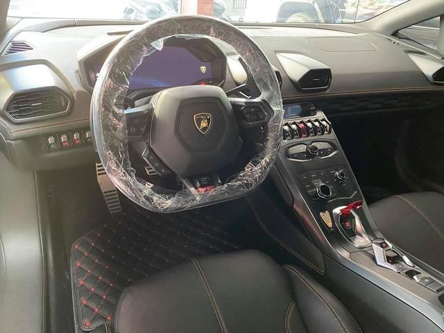 Lamborghini Huracan độ siêu độc từng gây xôn xao Bình Dương được chuyển ra TP. HCM giữa mùa dịch, chi tiết trên vô-lăng tiết lộ nguyên nhân - Ảnh 8.