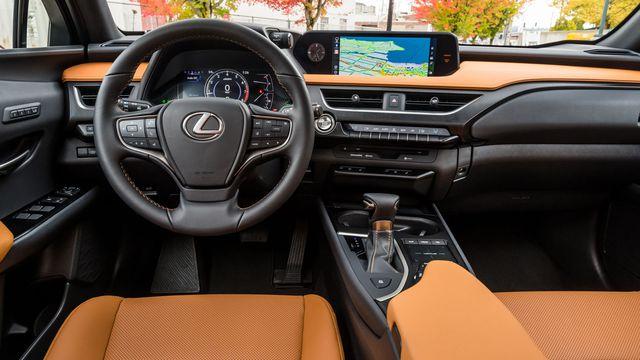 Lexus UX 200 hàng độc tại Việt Nam lộ giá tính thuế hơn 1,8 tỷ đồng, cạnh tranh Mercedes-Benz GLA và BMW X1 - Ảnh 4.