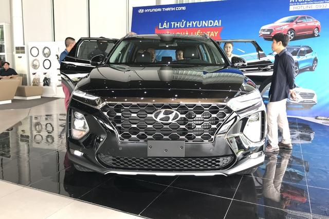 Ngoài giảm trước bạ, Hyundai Santa Fe, Tucson và Kona thêm chiêu mới giành thị phần ở các phân khúc SUV tại Việt Nam - Ảnh 1.
