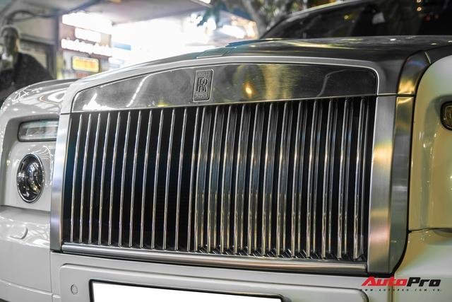Hàng hiếm Rolls-Royce Phantom Drophead Coupe tái xuất: Logo phía sau là chi tiết đáng chú ý - Ảnh 4.