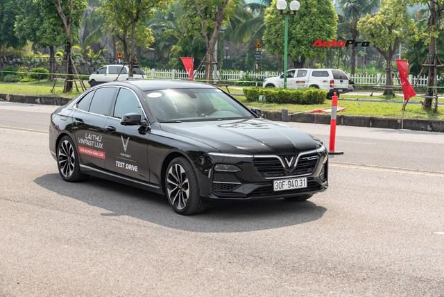 Có 1,7 tỷ đồng, chọn VinFast Lux A2.0 mới hay Bentley Continental Flying Spur hơn chục năm tuổi? - Ảnh 8.