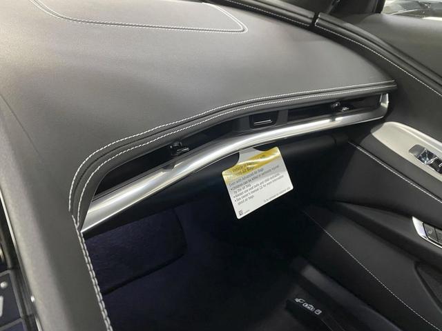 Không phải cứ xe đắt tiền là ngon: Chevrolet Corvette C8 bị chê tơi tả vì đường chỉ khâu méo xệch - Ảnh 3.