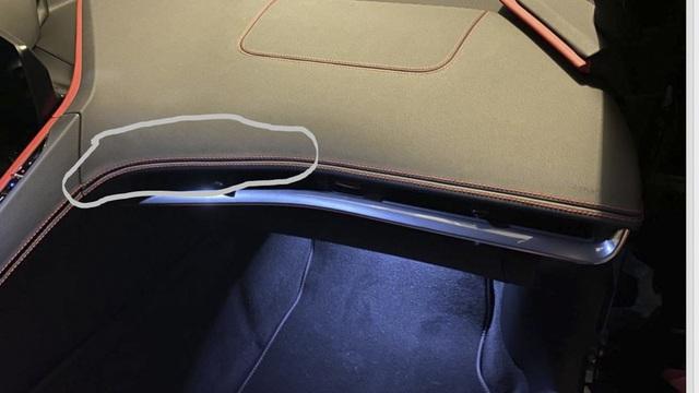 Không phải cứ xe đắt tiền là 'ngon': Chevrolet Corvette C8 bị chê tơi tả vì đường chỉ khâu méo xệch