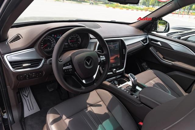 Có 1,7 tỷ đồng, chọn VinFast Lux A2.0 mới hay Bentley Continental Flying Spur hơn chục năm tuổi? - Ảnh 5.